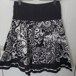 Black and white print flare skirt